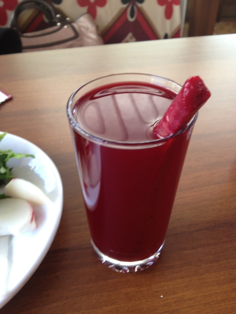 A fresh glass of şalgam